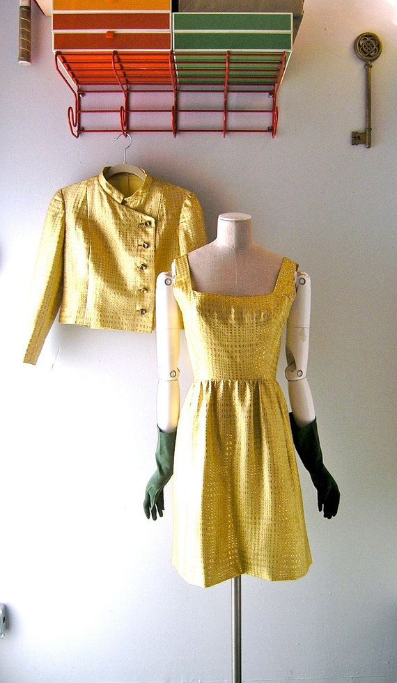 60s Mad Men yellow dress suit - size 4 - Jackie O Dior chic - gold brocade houndstooth fabric - 1960s fashion elegance