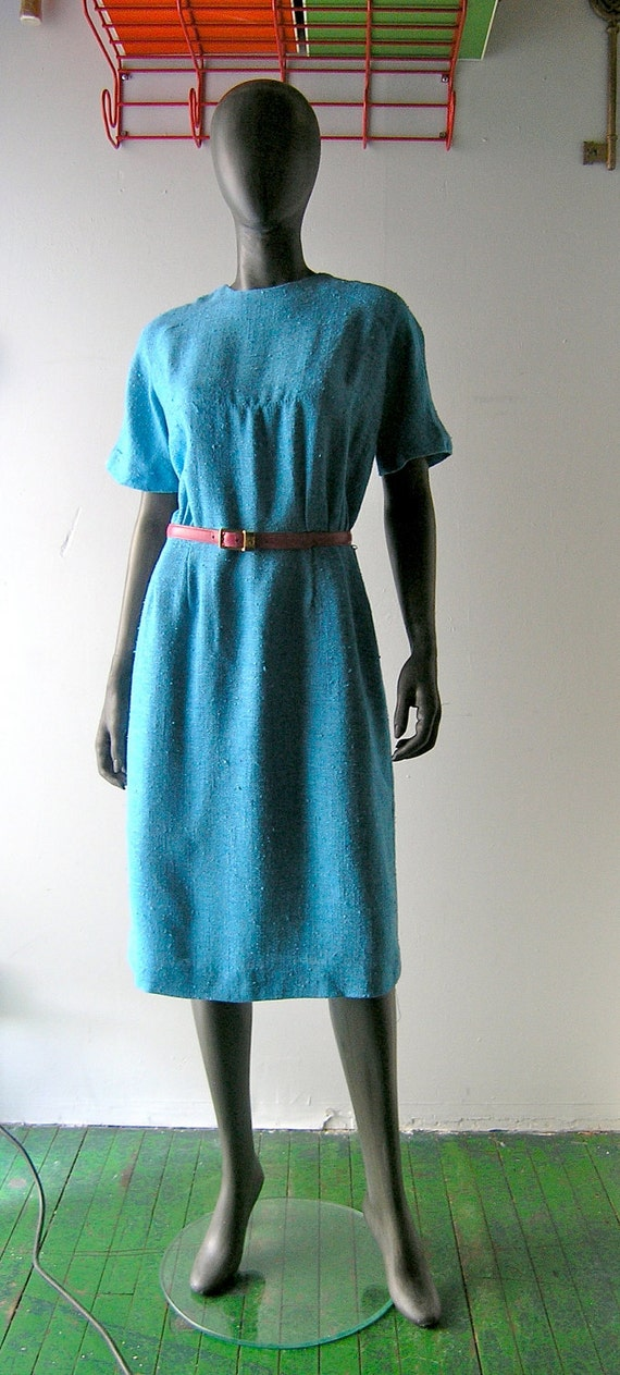 RESERVED - 60s linen  dress in perwinkle blue - Mad Men chic by Lois Young Dallas - Joan Holloway busty silhouette - size 6/8