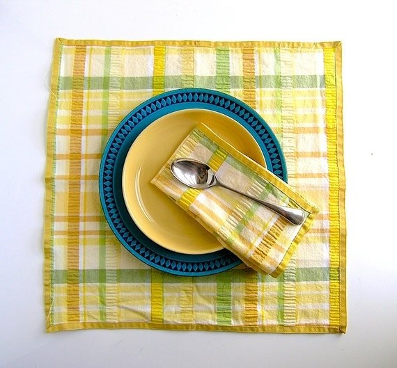 yellow seersucker dinner napkin set 4 - July 4th summer BBQ chic - preppy tabletop - grosgrain piping -