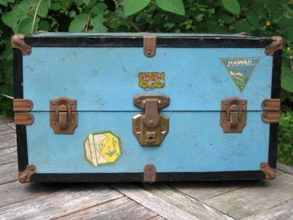 Vintage Doll Trunk - Wonderful World of Travel