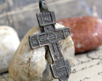 antique or vintage cross, probably XIXth cent, jewelry, religion curcifix, faith christianity, coolvintage, metal patina cross,  111