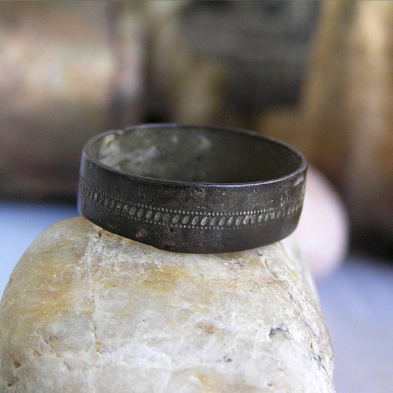 antique ring... size 9...  to use in your ASSEMBLAGE mixed media JEWELRY... May 04 L