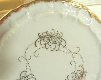 SHABBY COTTAGE CHARM - Elegant Vintage Porcelain Display Plate - Display Stand - Ornate -Victorian
