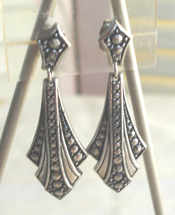 ANTIQUED FINISH Vintage Dangle Pierced Earrings - Edwardian style