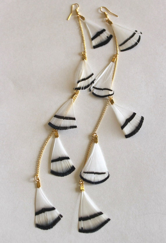Feather earrings long black and white on golden chain