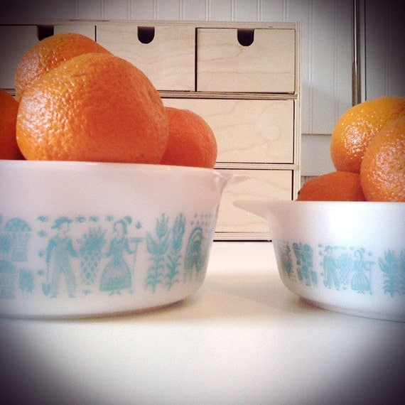 Set of 2 pyrex turquoise and white Amish print bowls