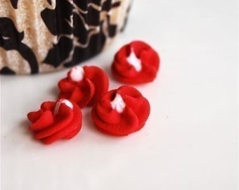 Red Button Edible Flowers for cupcakes or cake decorating (24)