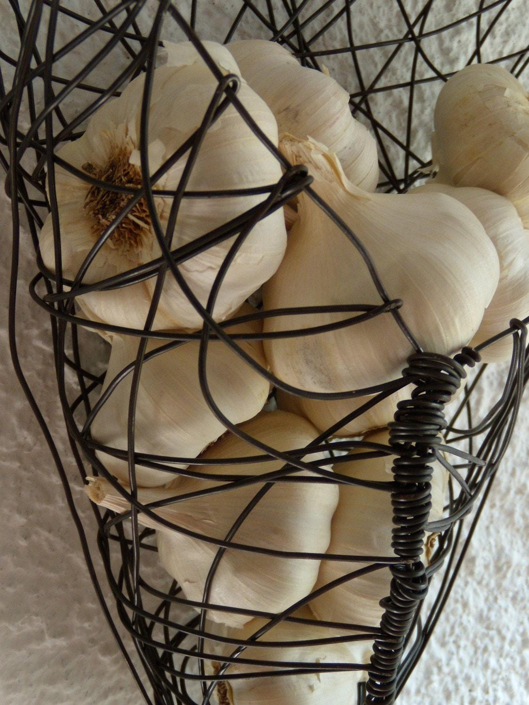 wire basket wall hanging garlic basket. Black Bedroom Furniture Sets. Home Design Ideas