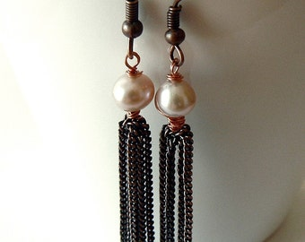 Classic copper pearl tassel earrings. Bridal jewelry. Wedding, evening wear. Classy, elegant jewelry. Pale peach pink freshwater pearls.
