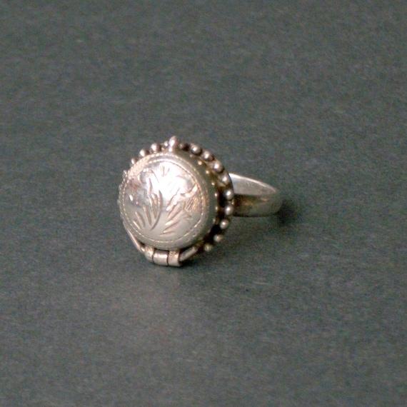 Vintage Sterling Ring. Poison Locket. Botanical Chasings.