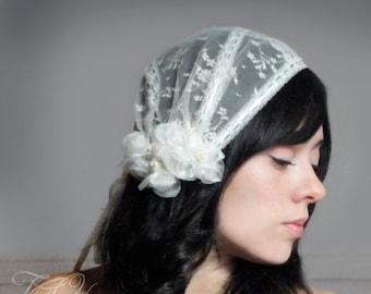 Bridal Juliet cap, cap veil, juliet veil, juliet cap, vintage lace inspired with fine organza and dupioni silk rosettes veil alternative
