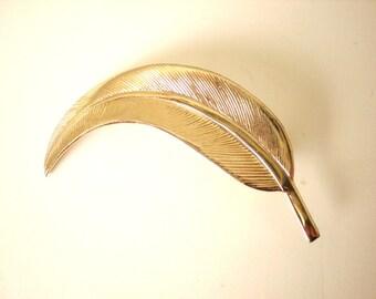 Vintage gold leaf brooch (G5)