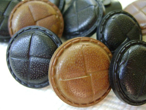 8 Vintage Buttons - Faux Leather in Camel
