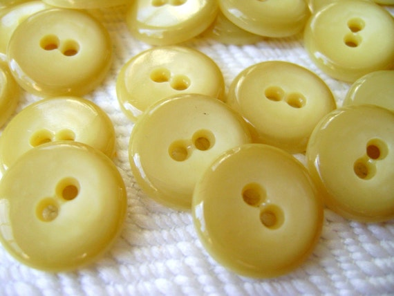 60 Vintage Buttons - Golden Butter Cream - LAST in Stock
