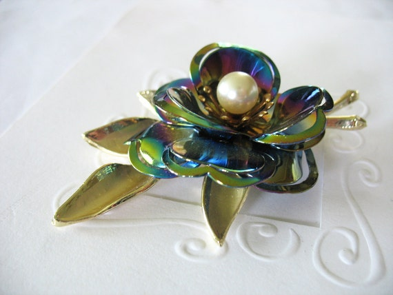 Vintage Flower Brooch Large Iridescent Gold 3D Rose with Pearl