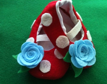 Woodland Felt Rose Baby Shoes Sizes 0-18 months perfect for autumn and halloween