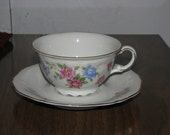 Bavaria Germany 4 Cups 5 Saucers Floral with Gold Trim US Zone