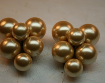 Dress Clips Pair of Vintage Goldtone Faux Pearl