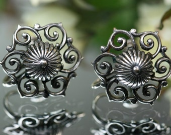 Earrings-Vintage Screwback Silver Earrings