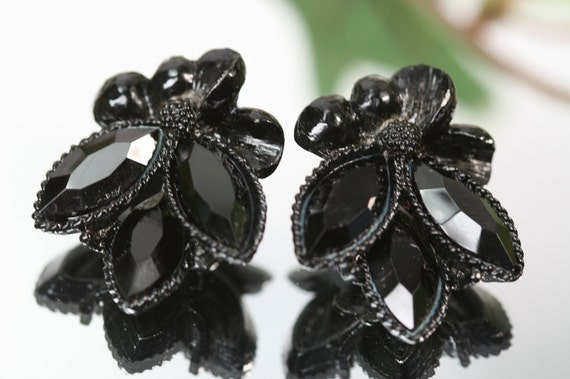 WEISS- Vintage Weiss Black Stones and Settings- Clip Earrings