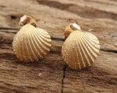 sea shell jewelry gold stud earrings seashell ocean summer beach earrings bridesmaid gift 24k gold plated sterling silver post earrings
