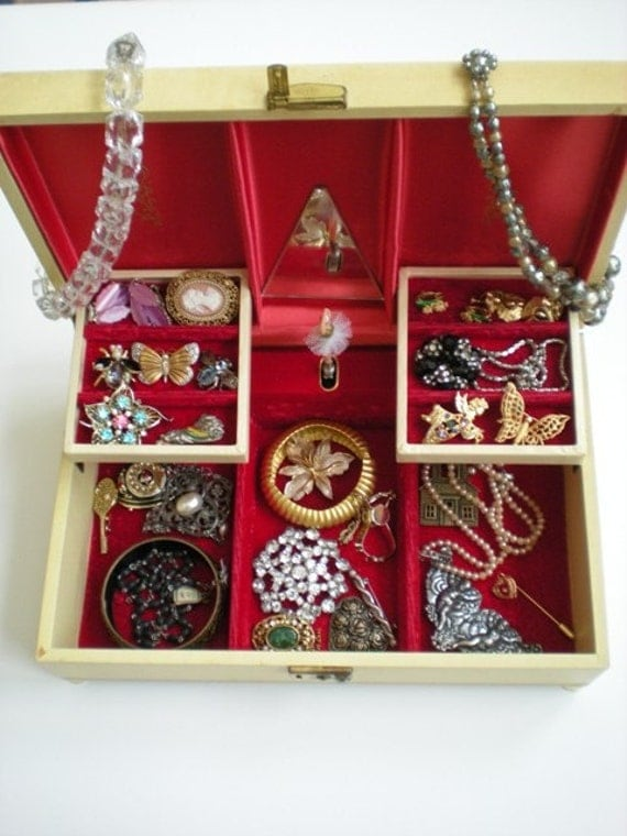 Vintage Musical Jewelry Treasure Chest