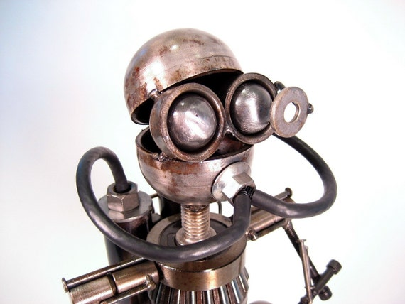 Items similar to recycled metal robot sculpture on etsy for Metalart polen