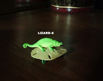 LUCKY LIZARD-6..a look-at-it..by ROWELL
