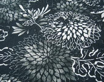 Fluttering Chrysanthemum Flowers Grey/Black -- EK-QS38275E