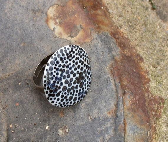 Porcelain ring dots bn