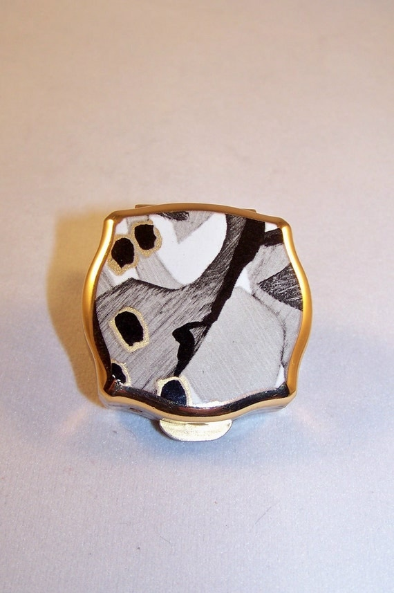 1970s Stratton Pill Box With Abstract Gold Grey Black and White Enamel Design