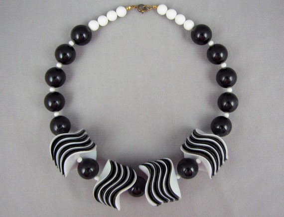 Chunky Choker - Vintage 80s Avant Garde Black & White Necklace with Oversize Wavy Stacked Beads