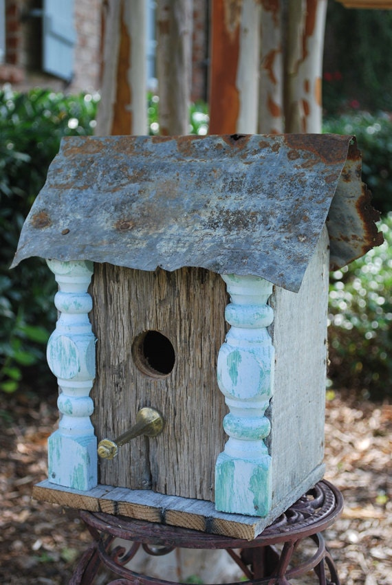 Wooded birdhouse with columns upcycled recycled shabby folk for Easy birdhouse ideas