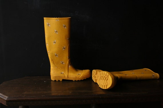 Rain Boots Yellow Bumble Bee 80s From Nowvintage on Etsy