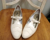 RESERVED Vintage 1970's Vegan Tan Size 8N Mary Jane's by Hush Puppies