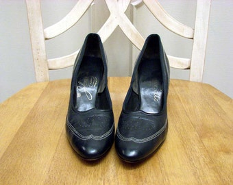 Vintage 60s Navy Blue Leather 3 Inch Pumps by Johansen Size 8 and Half Made in the USA