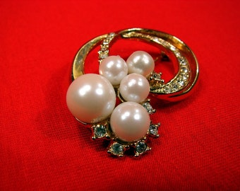 Vintage 60's Marvella Gold Tone Rhinestone and Faux Pearl Petite Brooch