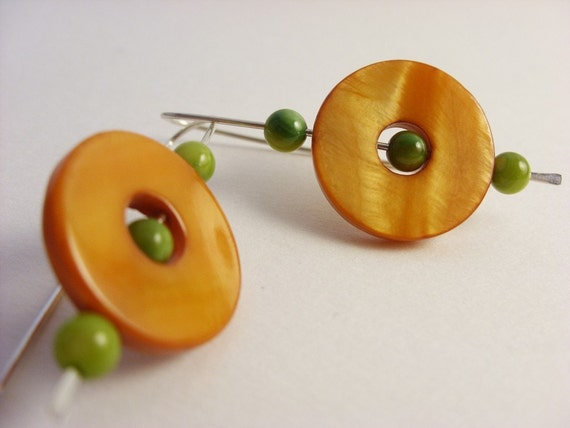 Peas and carrot - earrings in argentium sterling silver and dyed shell. Free shipping to the US.