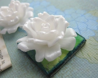 Vintage Flower Cabochon Rose White Pearl Plastic Carved Effect Lucite 28mm pcb0142 (4)