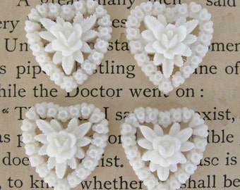 Vintage Plastic Flower Cluster Cabochon, White Rose Hearts, 18x16mm pcb0057 (4)