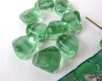 Vintage Glass Beads. Peridot Green Drop or Kernel, 9mm vgb0301 (10)