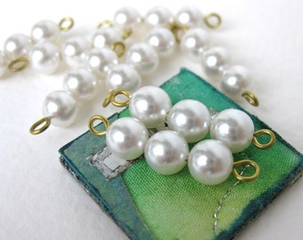 Vintage Bead Connector Links Faux Pearl White Drops Charms Brass Wire Loop vgp0263 (12)