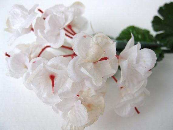 Vintage Millinery Flower, Paper White Geranium, Original Tag, 1950s Japan vml0002w (1)