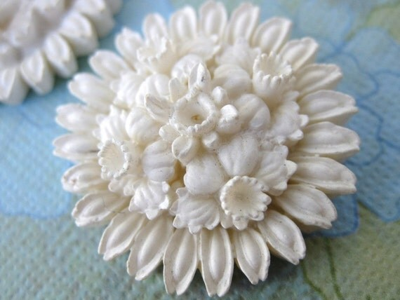 Vintage Flower Cabochon White Plastic Resin Carved Effect Round Japan 28mm pcb0064 (1)
