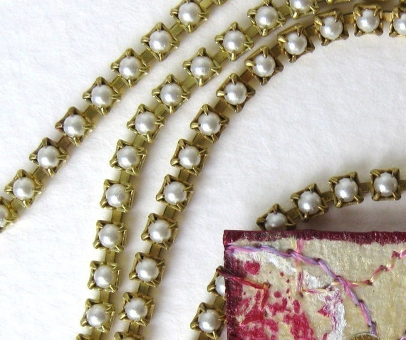 Vintage Faux Pearl Chain, Tiny White Pearls, Prong Set Brass, 2mm vgp0063 (1 foot)