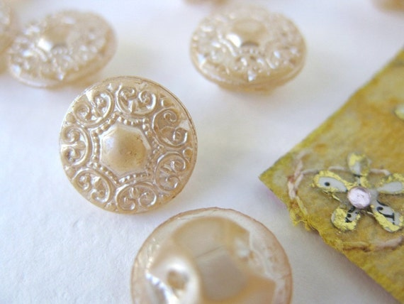 Antique Vintage Glass Buttons Ivory Pearl Japan 10mm but0057 (6)