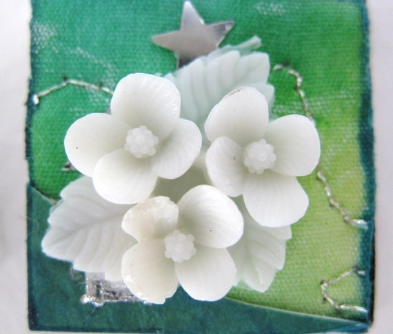 Vintage Flower Cabochon, White Triangle Cluster Bouquet, Japan 1950s 20x18mm pcb0063 (4)