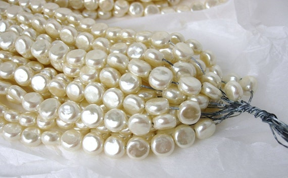 Vintage Beads. Ivory Glass Coin Pearls, Baroque, 7-8mm vgp0238 (8)