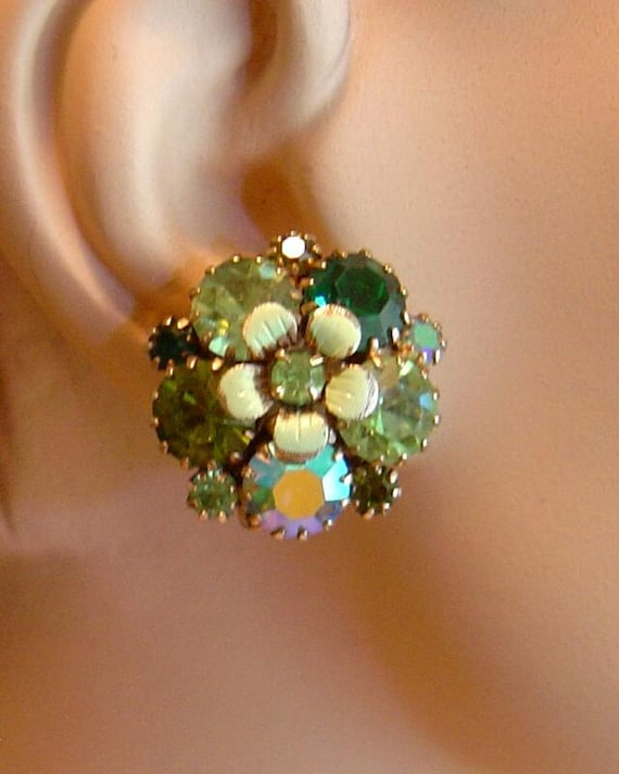 Pretty Vintage signed Weiss Earrings Aurora Borealis