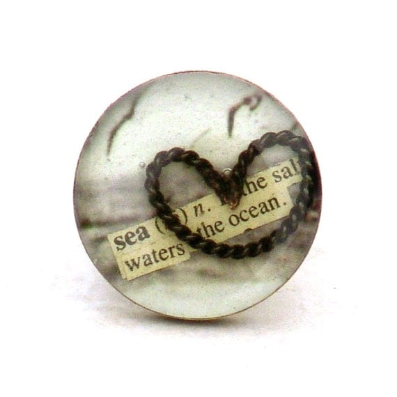 Adjustable Beach Resin Cocktail Ring My Heart Belongs To The Sea -Metal Ocean Seagull Gray Round